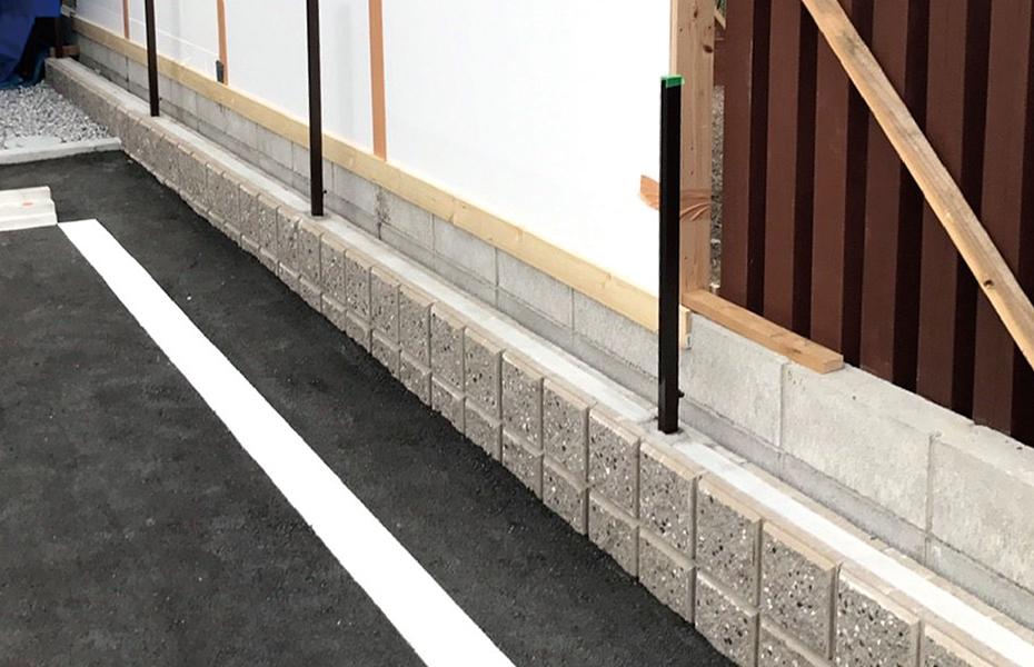 既存ブロック塀の上から施工可能